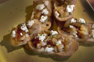Caramelized Apple and Goat Cheese Crostini